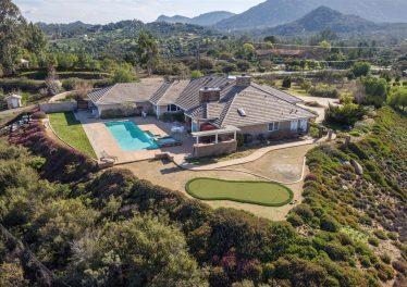 Ramona estate home Backyard