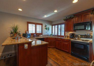 5725 Avenida Sanchez, San Diego, CA 92124 Kitchen